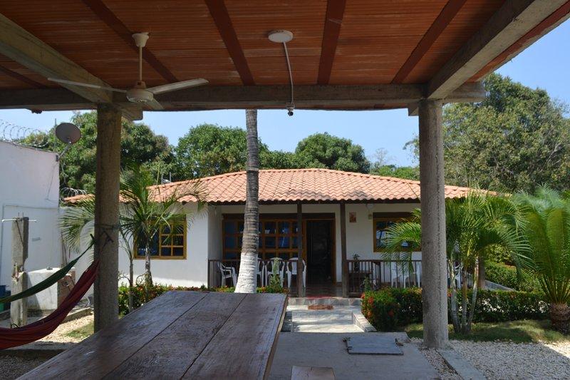 ARRIENDO CABAÑA COVEÑAS PUNTA BOLIVAR, location de vacances à San Antero