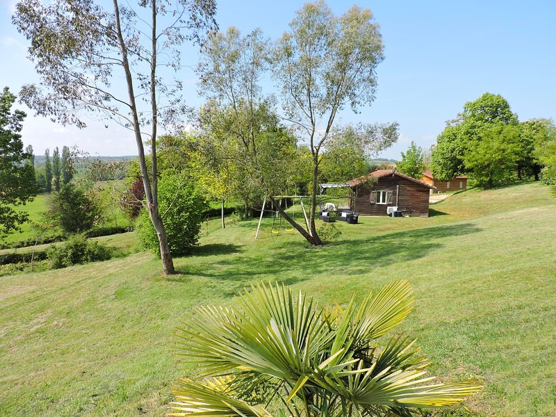 Barruérot : Gîte Mélèze - Clim - Idéal détente à la campagne ! Piscine en été, holiday rental in Berdoues