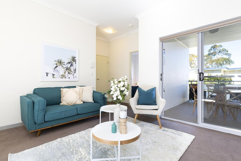 Light, bright and spacious unit close to beaches, alquiler vacacional en Allambie Heights