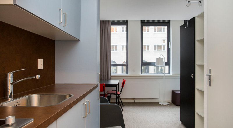 BEAUTIFUL MODERN STUDIO IN CITY CENTRE, vacation rental in Zoetermeer