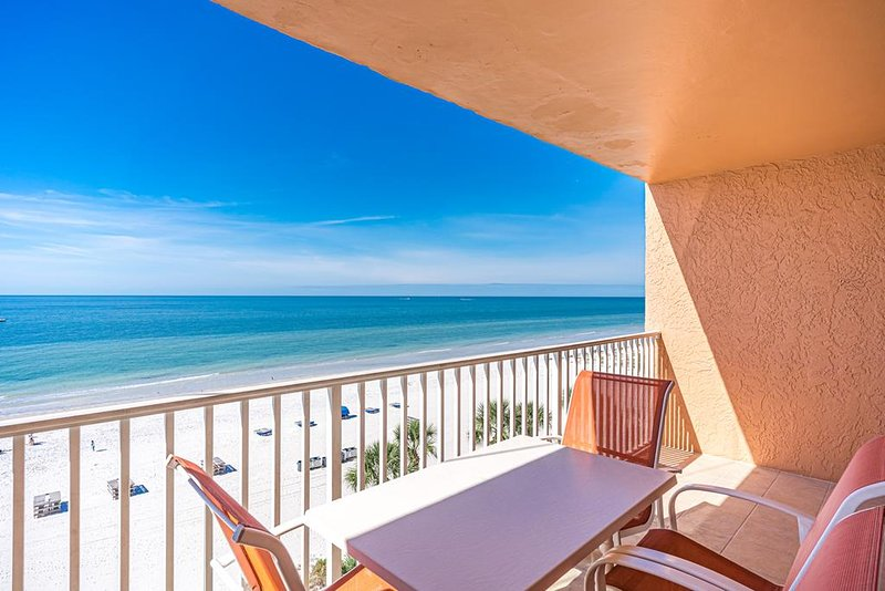 Amazing direct Gulf front condo with balcony