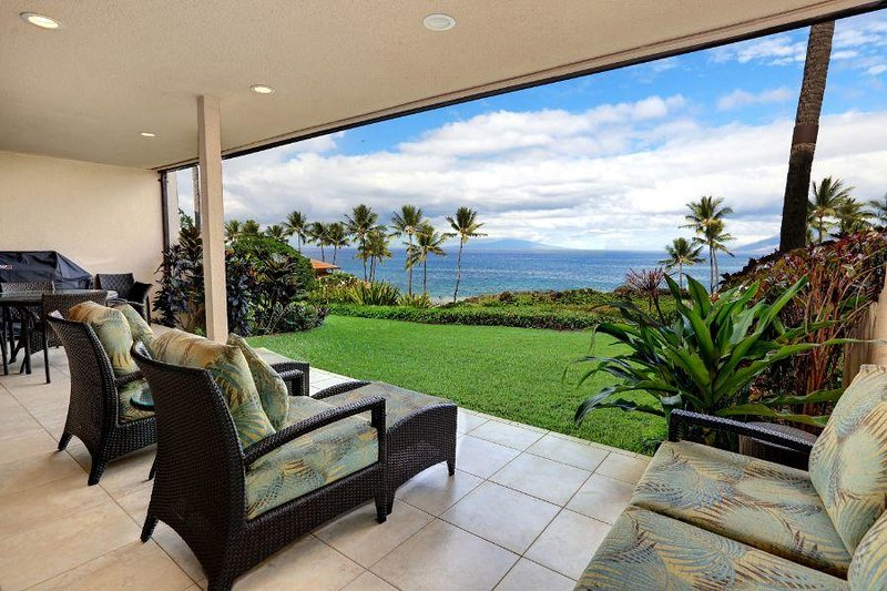 Beautifully Remodeled Ground Floor Ocean View Condo Makena Surf Resort # C-106, aluguéis de temporada em Makena