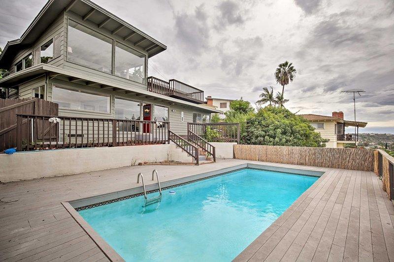 Modern Hillside Estate w/ Pool, Deck & Great Views, location de vacances à Spring Valley