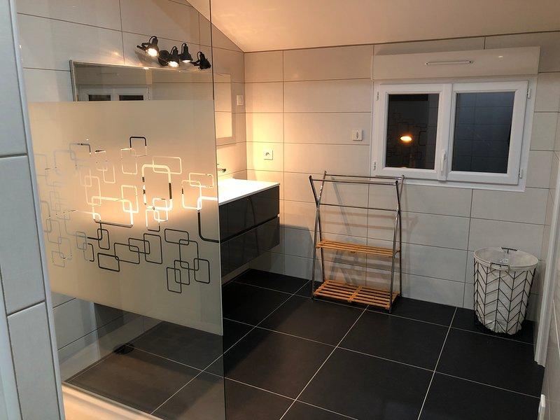 Maison 4 Chambres 2 Salle de bain + jardin, casa vacanza a Saint-Rambert-en-Bugey