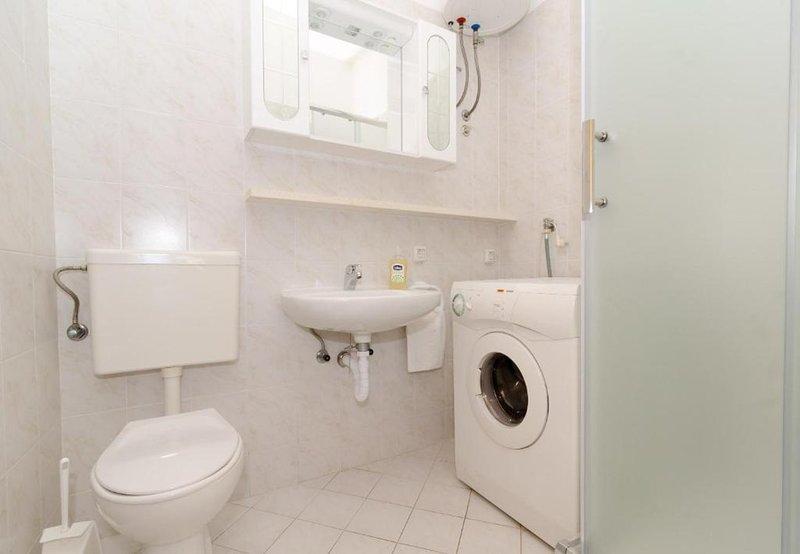 A2 (2 + 2): salle de bain avec WC
