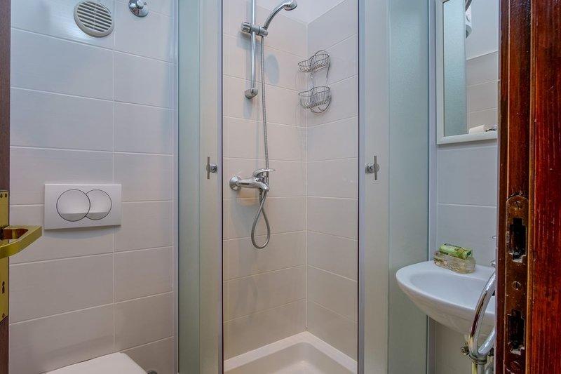A3 (2 + 1): baño con inodoro
