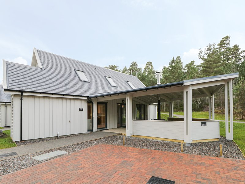 Mountain Hare Apartment, Aviemore, holiday rental in Kincraig