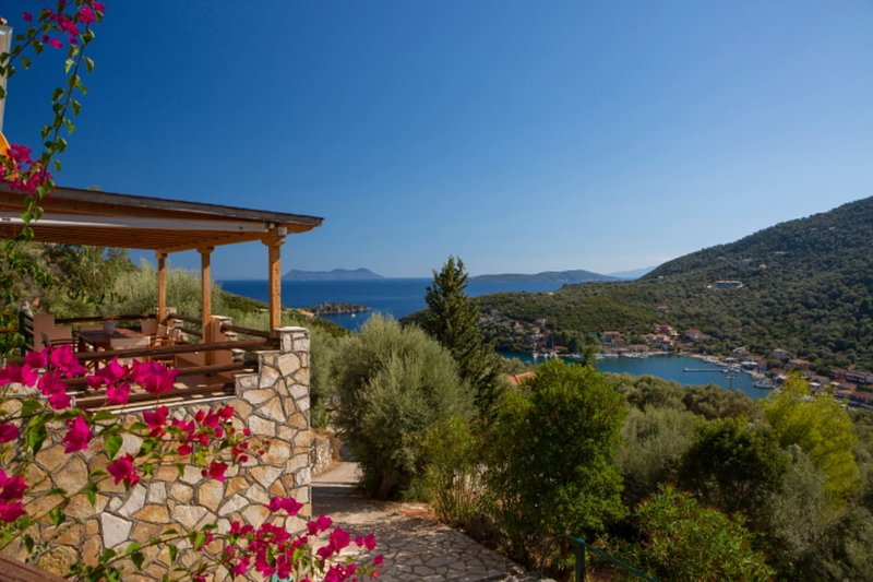 VILLAS CARISMA - Natural Style Villas for 14+ people, holiday rental in Fterno