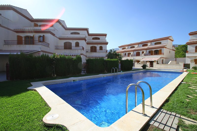 ARENAL2 adosado 1ª línea del mar, piscina comun, vacation rental in L'Hospitalet de l'Infant