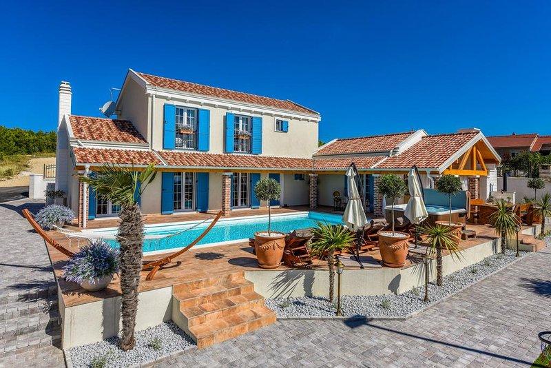 5* Luxurious Villa Majestic, 6+2, casa vacanza a Pridraga