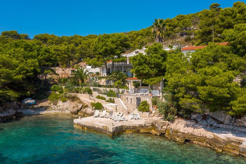 Luxurious Seafront Villa With Private
