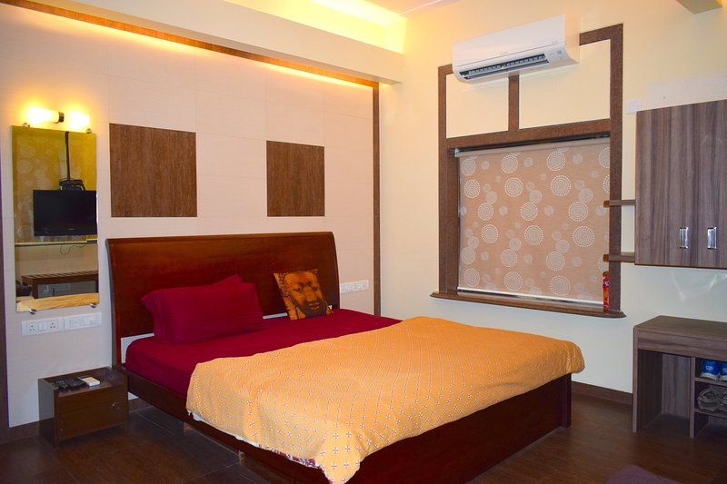 Apartment In Mumbai-City Centre (Hinduja Hospital), vacation rental in Mumbai