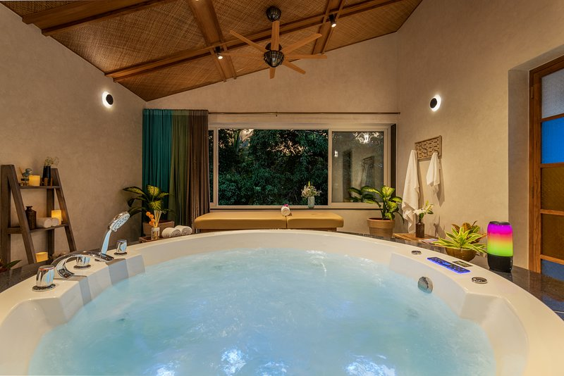 Celebration Villa 6BHK with Private pool, Jacuzzi & Bar, holiday rental in Baga