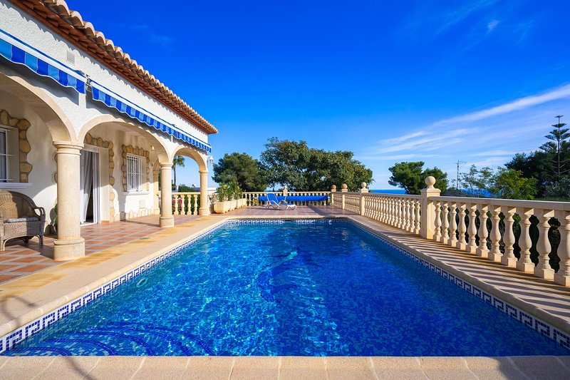 Xabia Villa Sleeps 6 with Pool Air Con and WiFi - 5821074, vacation rental in El Tosalet