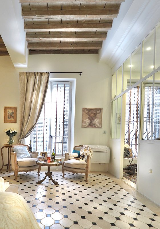 Les Anges Avignon - Living room and Suite space