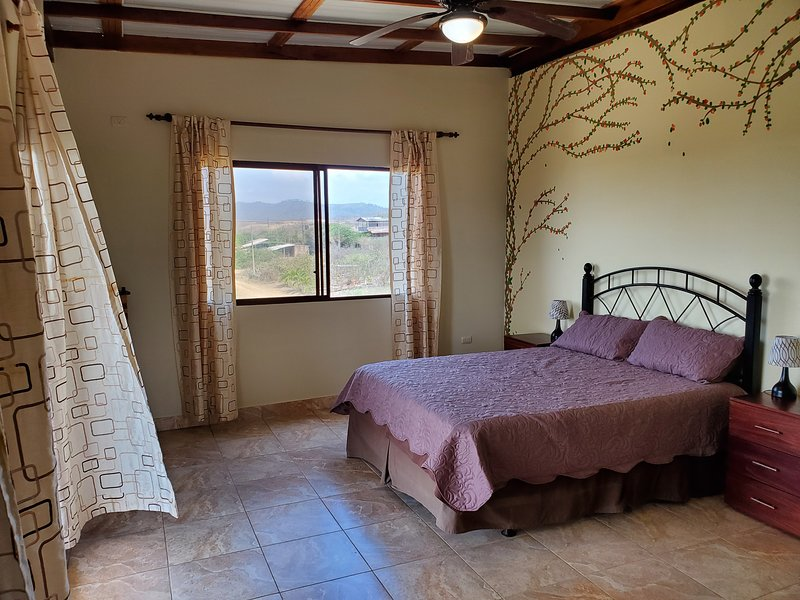 Casa Vista, 3BR Ocean View Apartment, holiday rental in Puerto Cayo