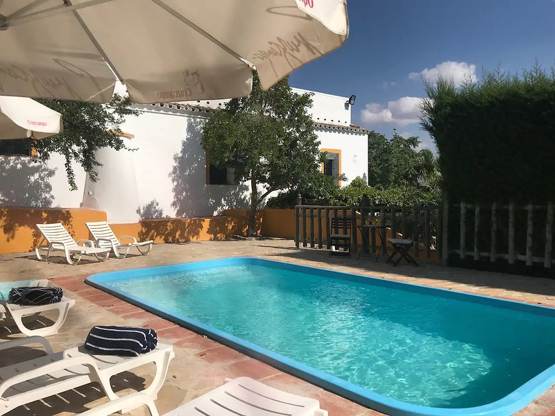 Spacious villa with swimming-pool, location de vacances à Osuna
