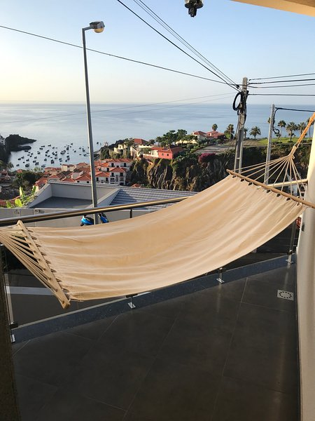 Big house with sea view & terrace, alquiler vacacional en Câmara de Lobos