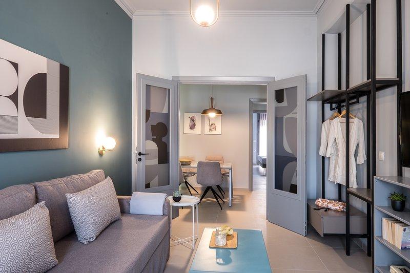 apt.27-102 modern chic apartment., location de vacances à Nea Tiryntha