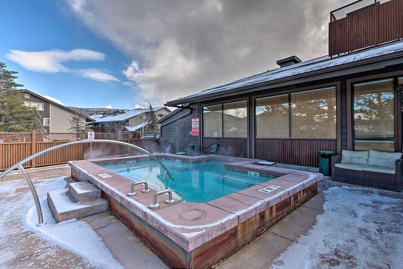 Acalme os músculos doloridos do esqui com um mergulho na banheira de hidromassagem.