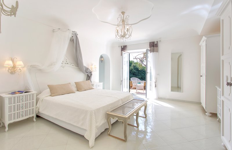 LUXURY VILLA with PRIVATE PANORAMIC JACUZZI, holiday rental in Forio