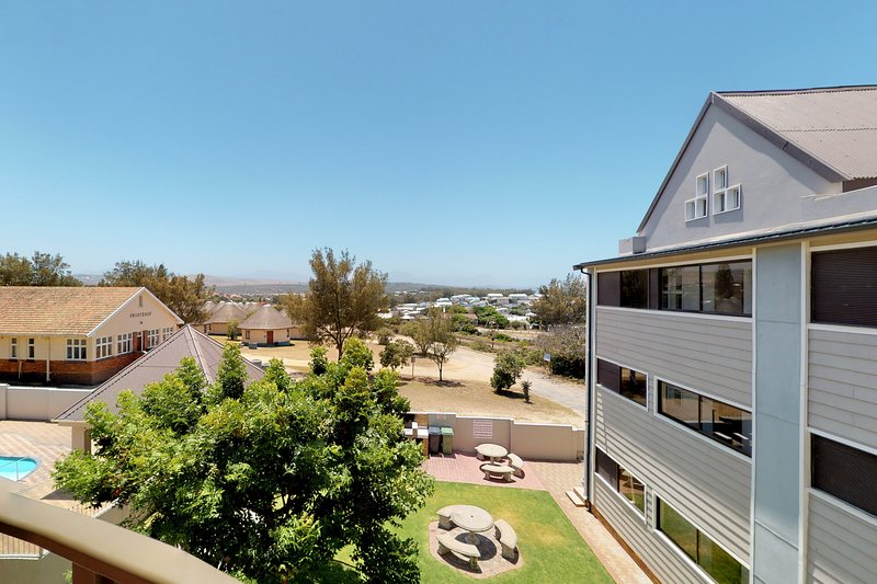 Family apartment near beach, water sports and restaurants, vacation rental in Mossel Bay