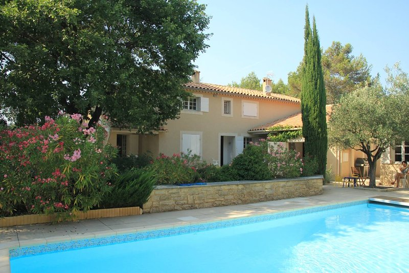 Charming Provence Villa close to Avignon and Mont Ventoux, holiday rental in Mazan