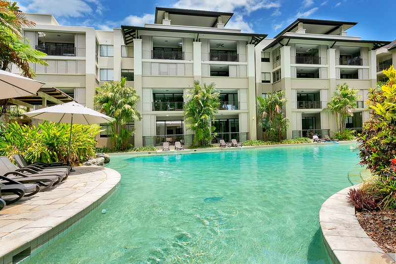 Swim Out Sea Temple Apartment Palm Cove, holiday rental in Clifton Beach
