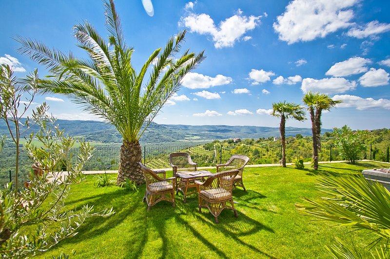 Antonci Villa Sleeps 12 with Pool and Air Con - 5821023, holiday rental in Vizintini Vrhi