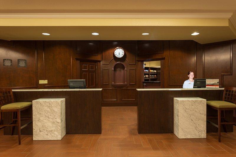 A equipe de atendimento ao cliente no local garante que você tenha uma estadia livre de estresse!