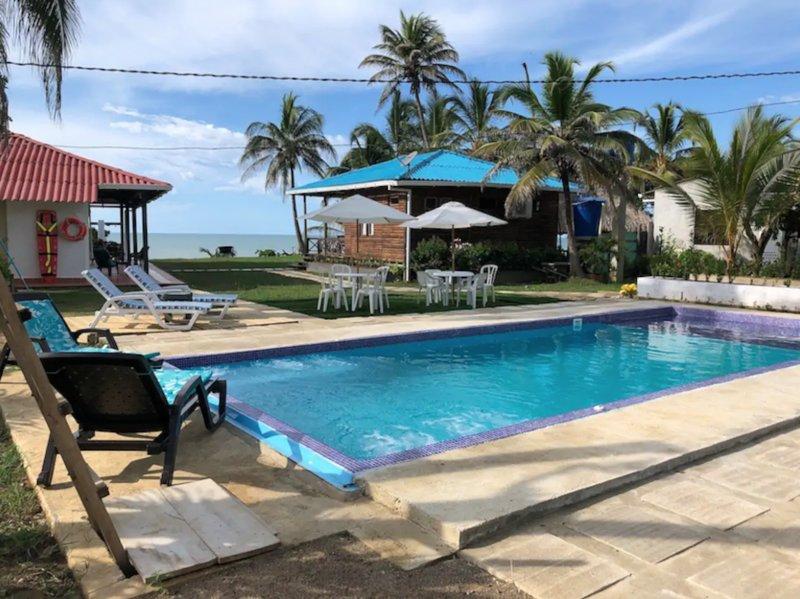 Cabaña con PISCINA PRIVADA Y AIRE ACONDICIONADO Frente al Mar, Maravillosa Vista, holiday rental in Arboletes