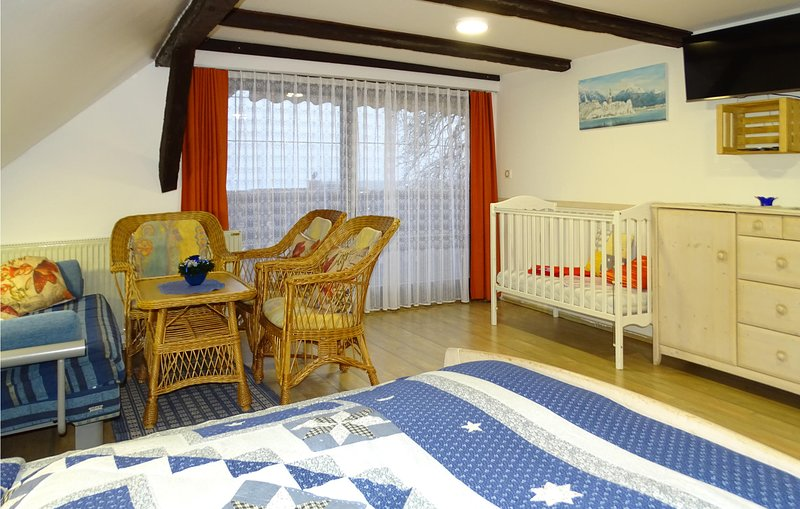 Beautiful apartment in Begunje na Gorenjskem with WiFi and 1 Bedrooms (SGR099), location de vacances à Bodental