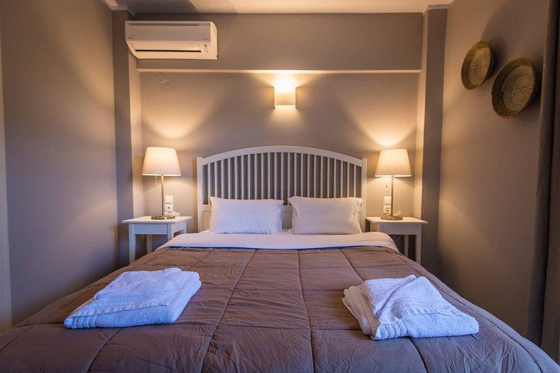 REGALO 2-BEDROOM FLAT KARIOTES/ FLAT 1, location de vacances à Plagia