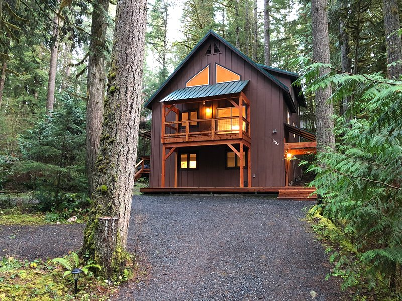 Snowline Cabin #69 - An Elegant Country Family Home!, vacation rental in Glacier
