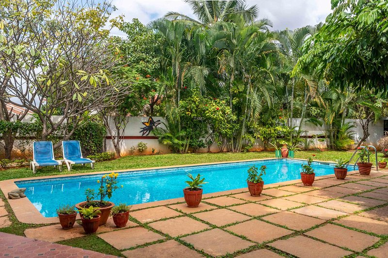 Firefly by Vista Rooms, holiday rental in Hosur