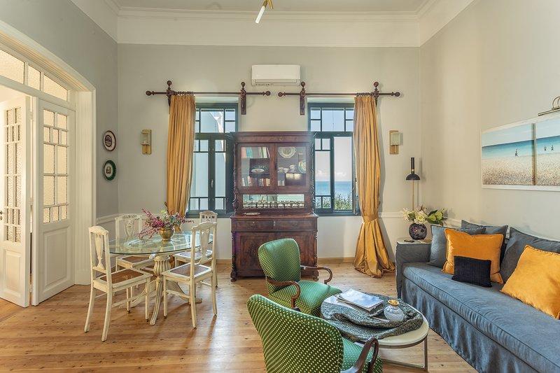 Camara Suites ~ Phorcys Suite, holiday rental in Apikia