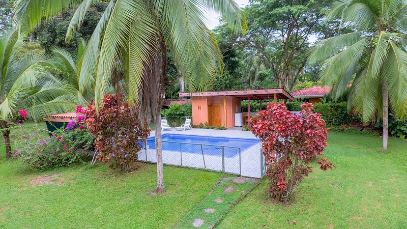 Margarita Garden House with pool, AC, location de vacances à Cocles