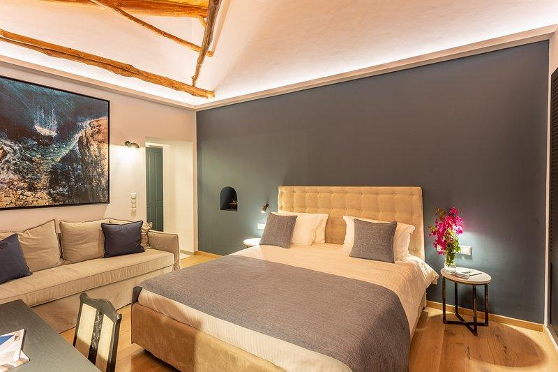 Camara Suites ~ Ceto Suite, holiday rental in Apikia