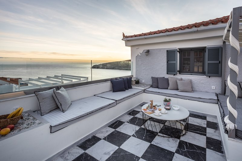 Camara Suites ~ Odysseus Suite, holiday rental in Apikia