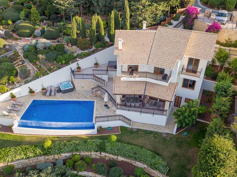 Villa HERMIONA - Wake Up To A GOLF View, alquiler vacacional en Kouklia