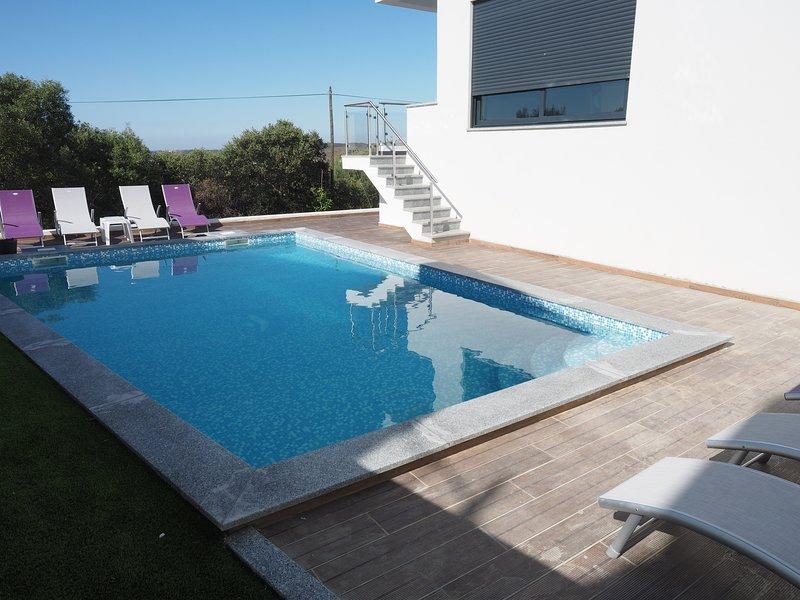 Amazing villa with swimming-pool, vacation rental in Montes de Cima