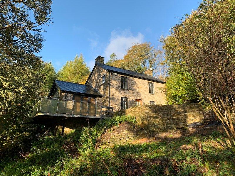 Hill Farm, Abergavenny - A Stunning Cosy Cottage Amongst The Trees, location de vacances à Abergavenny