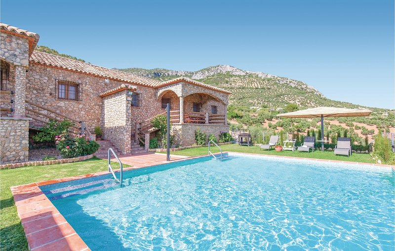 Amazing home in Algodonales with WiFi and 6 Bedrooms (EAC310), vakantiewoning in Algodonales