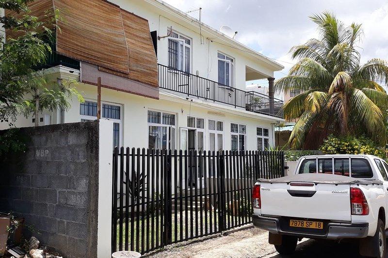 Nice apartment with garden & Wifi, location de vacances à Bambous
