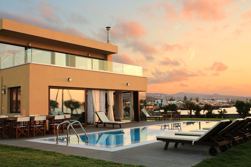 Kouvohori Villas Seafront Pool Jacuzzi 6BDs 21Pax, holiday rental in Kokkini Hani