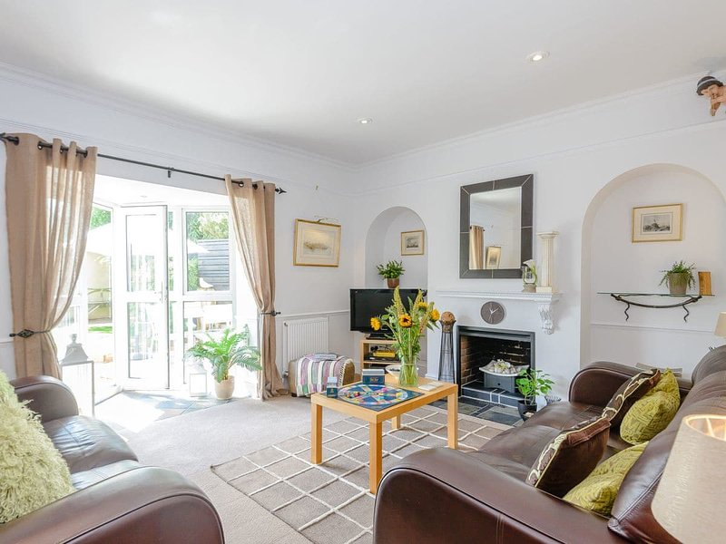 Number 1 Admiralty Cottages, holiday rental in Lee-on-the-Solent
