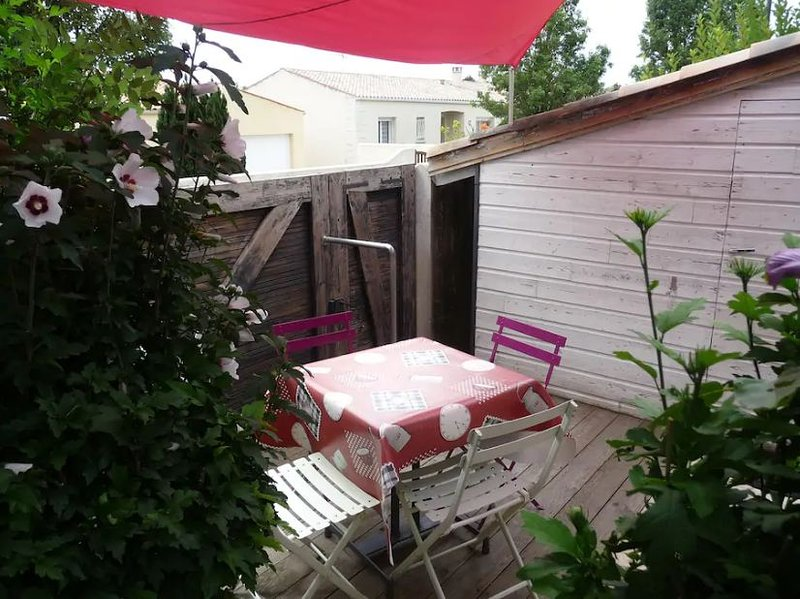 Nice house with garden & terrace, holiday rental in Puilboreau