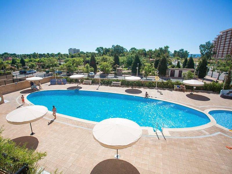 Apartment with shared pool, alquiler de vacaciones en Cabanes