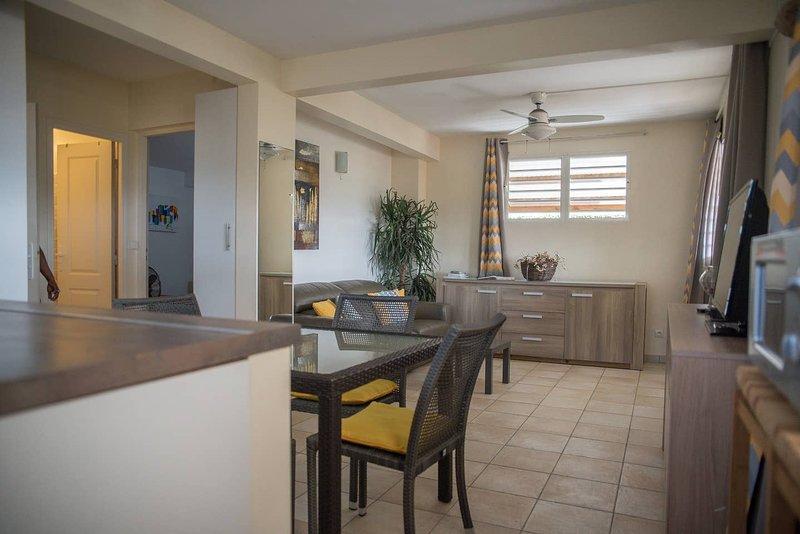 Nice apartment with terrace & Wifi, location de vacances à Le Lamentin