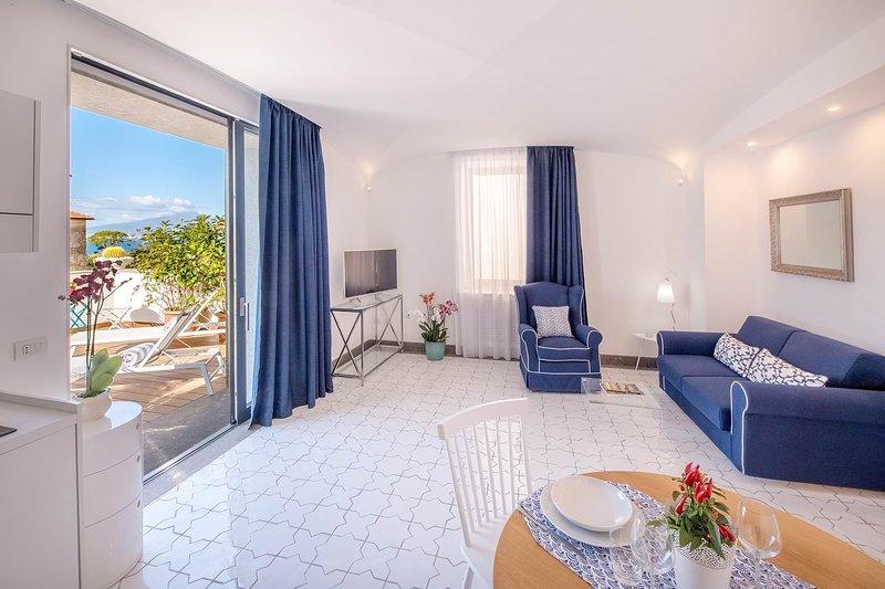 Suite Hibiscus - Sea view, terrace and Jacuzzi, casa vacanza a Sant'Agnello